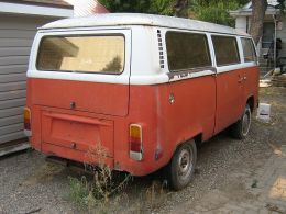 Photo By dave_7 from Lethbridge, Canada (VW Van) [CC BY-SA 2.0], via Wikimedia Commons